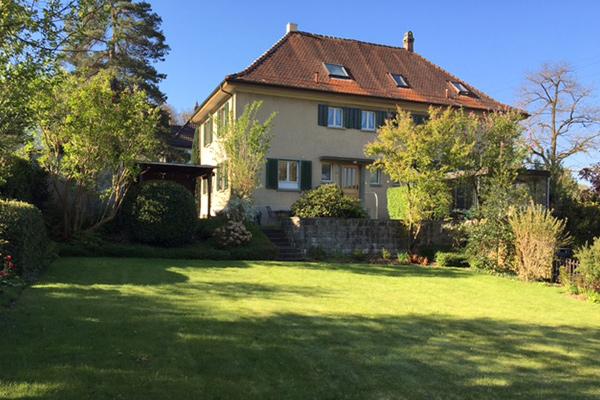 Doppeleinfamilienhaus mit Gartenanlage, in der Breite, Winterthur.
